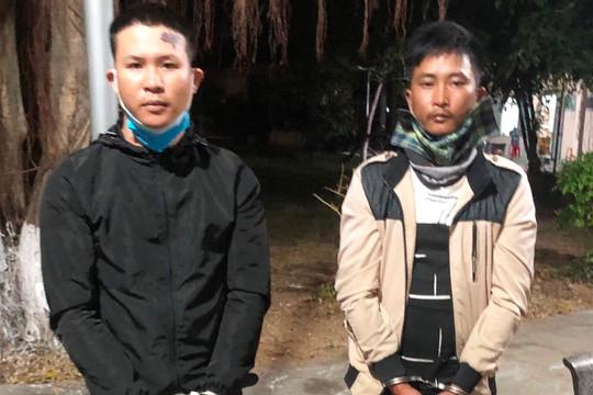 Bắt giữ 2 thanh niên mang dao tự chế đi thu tiền bảo kê xe dưa hấu