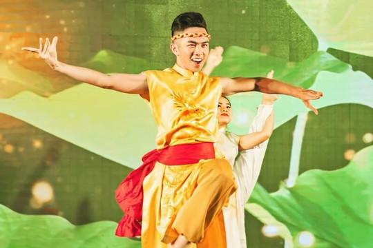 Nghệ sĩ múa Mai Trung Hiếu đột ngột qua đời ở tuổi 29 vì bạo bệnh