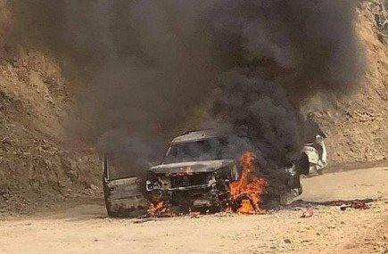 Xe 7 chỗ bốc cháy dữ dội trên đường
