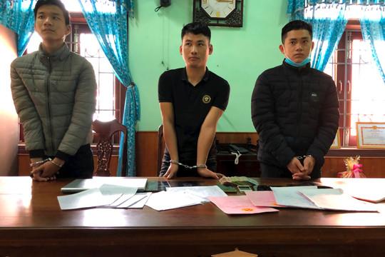 Bắt 3 thanh niên lừa đảo, làm giả giấy tờ và cho vay nặng lãi