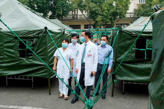 """Bên trong bệnh viện dã chiến dựng """"thần tốc"""" trong 4 giờ tại Bạch Mai"""