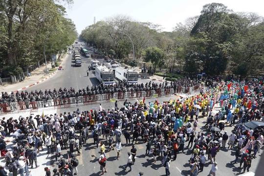 Facebook hạn chế đăng tải tất cả nội dung và thông báo từ quân đội Myanmar quản lý