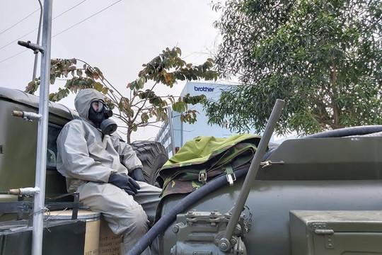 Tăng cường phun hóa chất khử khuẩn tại huyện Cẩm Giàng