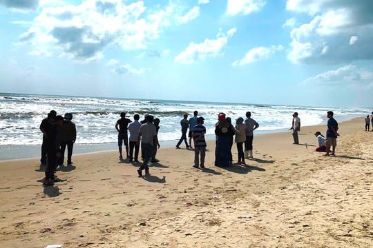 Quảng Ngãi: Cứu học sinh đuối nước, bảo vệ nhà hàng mất tích cùng nạn nhân