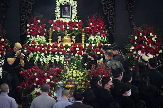 Dàn nghệ sĩ đến tiễn biệt tại tang lễ cố NSND Hoàng Dũng