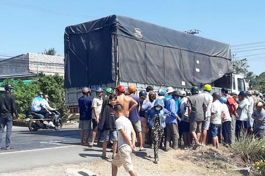 Bị xe tải cán qua người, 1 phụ nữ tử vong tại chỗ