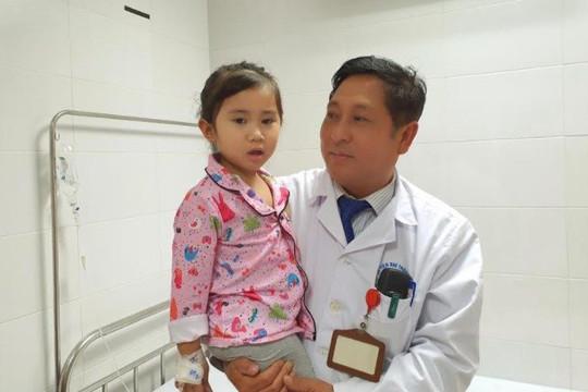 Bệnh viện Nhi Thanh Hóa cứu chữa thành công  bé gái bị đa chấn thương, đứt cuống thận sau tai nạn giao thông