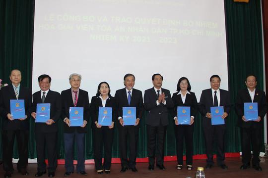 TAND TP Hồ Chí Minh trao quyết định bổ nhiệm 24 hòa giải viên
