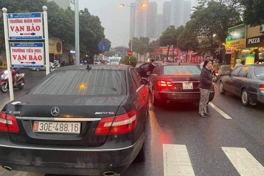 """Hai """"xế hộp"""" Mercedes cùng biển số: Cần thiết phải xử lý nghiêm"""