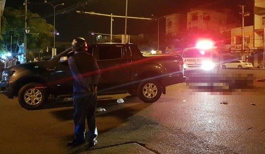 Xe máy va chạm với xe bán tải trong đêm, 3 người thương vong