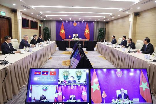Thủ tướng Nguyễn Xuân Phúc hội đàm trực tuyến với 2 Thủ tướng Lào và Campuchia