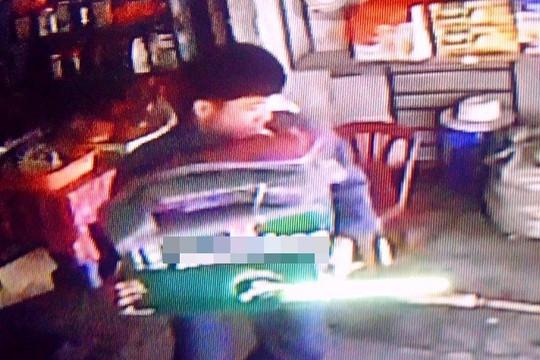 Trộm thùng bia về nhậu với em trai, ngồi tù 6 tháng