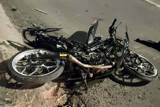 Lao vào tảng đá khi đua xe trái phép, 1 thanh niên tử vong