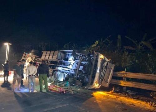 Xe tải tông xe cẩu trên đèo Lò Xo, 1 người tử vong