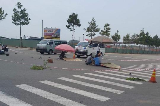 Hai công nhân bị xe ben cán tử vong giữa ngã tư