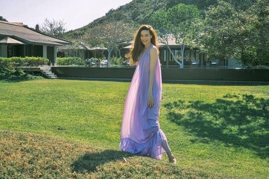 Hồ Ngọc Hà tựa như nàng thơ trong chuyến nghỉ dưỡng tại Resort 6 sao ở Ninh Thuận