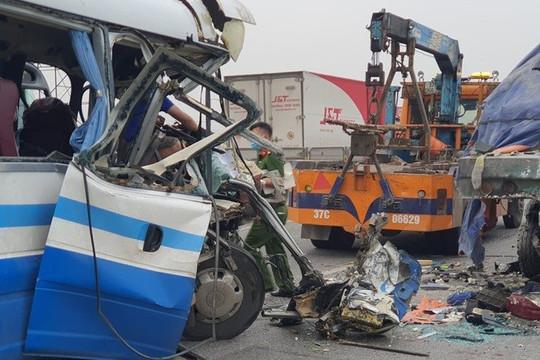 Vụ xe khách đâm xe đầu kéo ở Nghệ An: Nạn nhân thứ 3 tử vong