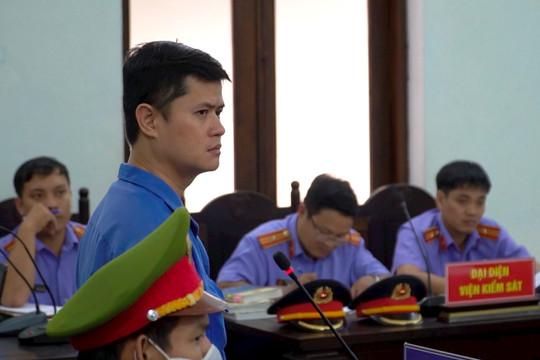 Vụ bác sĩ bị tố hiếp dâm: Luật sư đề nghị trả tự do cho bị cáo