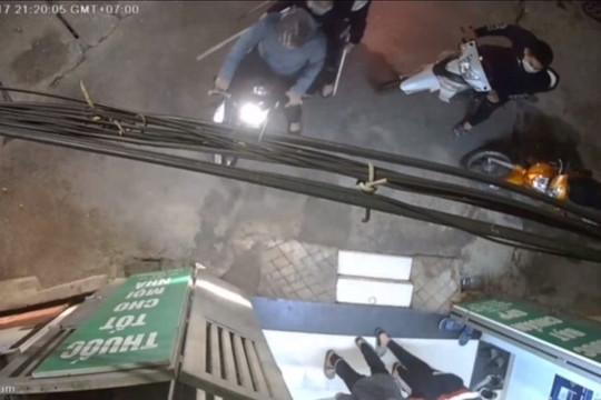 Truy xét nhóm côn đồ đánh bà bầu, đập phá hiệu thuốc ở Hà Nội