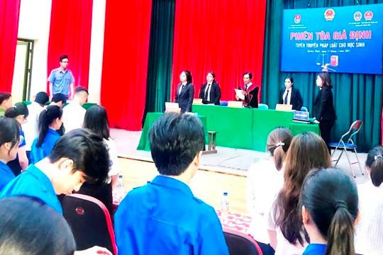 Chi đoàn TAND TP Quảng Ngãi tổ chức phiên tòa giả định tuyên truyền pháp luật cho học sinh