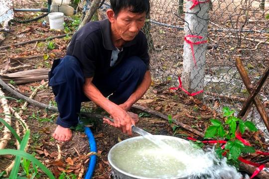 Dân bất an khi nước sinh hoạt bất ngờ đổi màu và có mùi khét