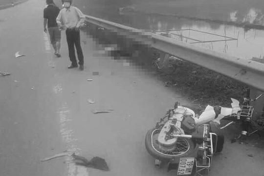 Va chạm với xe ô tô, người phụ nữ đi xe máy tử vong