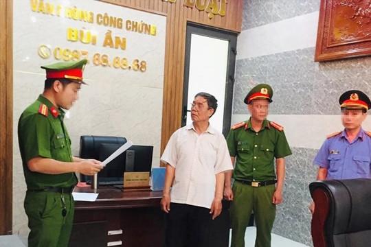 Bắt tạm giam công chứng viên liên quan đến vụ làm giả sổ đỏ