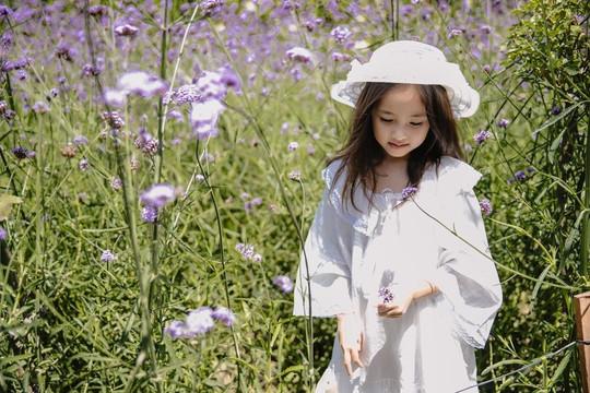 Hoa hậu Hà Kiều Anh khoe visual đỉnh cao của con gái 5 tuổi