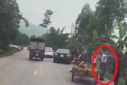 Đuổi theo hành hung, đập phá ô tô sau va chạm giao thông