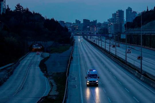 Xe bus chở du khách Nga gặp nạn ở Thổ Nhĩ Kỳ, 27 người thương vong
