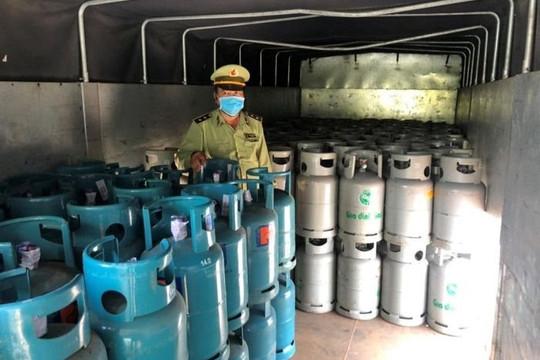 Tiền Giang: 300 bình gas có dấu hiệu giả mạo nhãn hiệu bị tạm giữ
