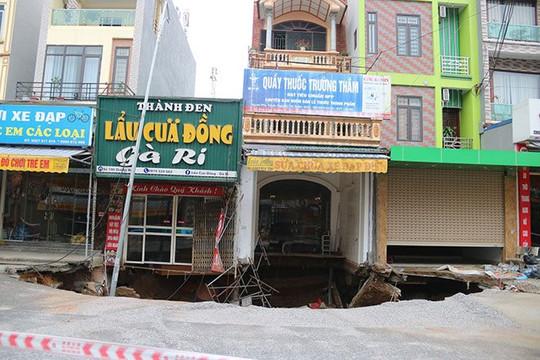 """Sụt lún """"hố tử thần"""" ở Hà Nội: Do khoan vào túi khí?"""