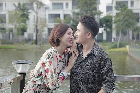 Phạm Mạnh Quỳnh chính thức kết hôn với bạn gái sau 5 năm hẹn hò