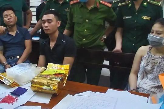 Hành trình vây bắt băng nhóm vận chuyển 4kg ma túy bằng xe khách