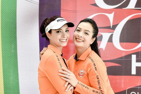Thuý Hằng – Thuý Hạnh cùng về chung 1 CLB golf