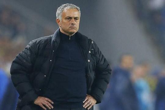 Tottenham sa thải Mourinho