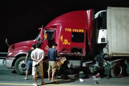 Gây tai nạn liên hoàn, tài xế cùng hai người trên Mercedes thương vong