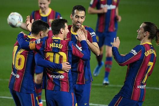 Messi lập cú đúp, Barca bám sát Real