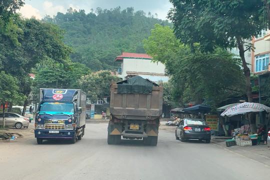 """Hòa Bình: Hung thần xe tải """"đại náo"""" phố thị"""