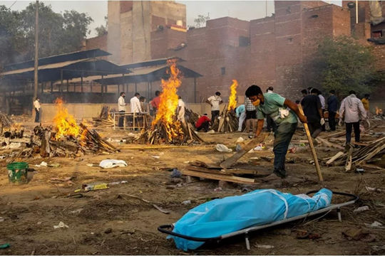 """Nhiều nước hỗ trợ y tế khẩn cấp giúp Ấn Độ vượt qua """"sóng thần"""" COVID-19"""