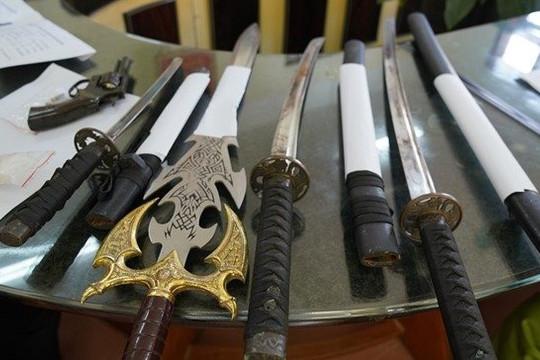 Nhiều vũ khí quân dụng trong nhà đối tượng tàng trữ ma túy