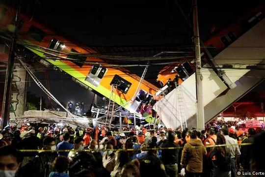 Sập cầu vượt metro ở Mexico, gần 90 người thương vong
