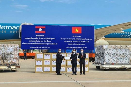 Việt Nam tổ chức chuyến bay đặc biệt, khẩn cấp hỗ trợ Lào ứng phó dịch Covid-19