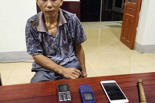 Nghệ An: Bắt đối tượng mang súng cùng 1.000 viên ma túy tổng hợp