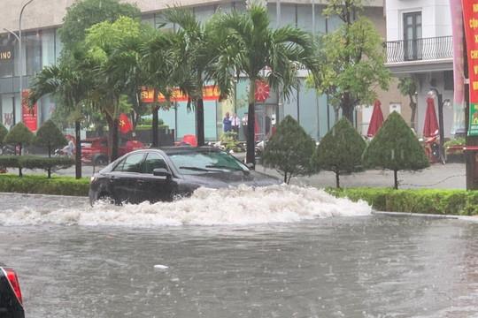 Mưa lớn ở Thanh Hóa, nhiều tuyến đường chìm trong biển nước