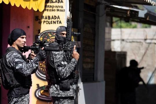 Cảnh sát đấu súng với tội phạm ma túy, 25 người thiệt mạng