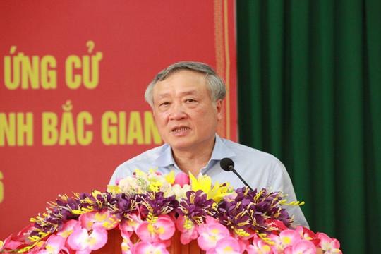 Ủy viên Bộ Chính trị, Chánh án TANDTC Nguyễn Hòa Bình tiếp xúc cử tri tại Bắc Giang