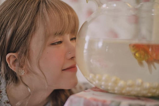 """Loạt hình ảnh ngọt ngào của Thiều Bảo Trâm trong MV """"Love rosie"""" đang gây bão cộng đồng mạng"""
