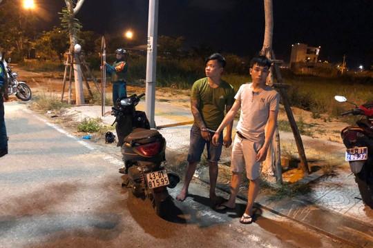 Truy bắt nhóm thanh niên mang bom xăng, dao phóng lợn đi hỗn chiến