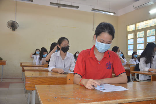 TP. HCM: Học sinh lớp 9 và 12 được quay trở lại trường học